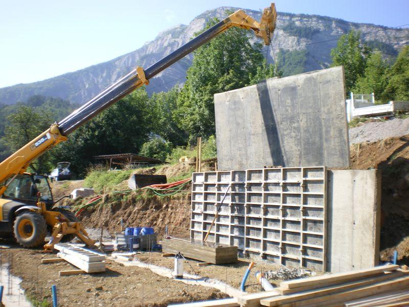 1er juillet pose du mur arri re en b ton banch at notre for Maison en beton banche
