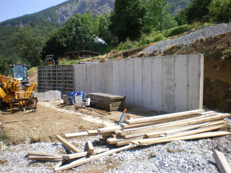 3 juillet mur arri re fini at notre maison en bois for Maison en beton banche