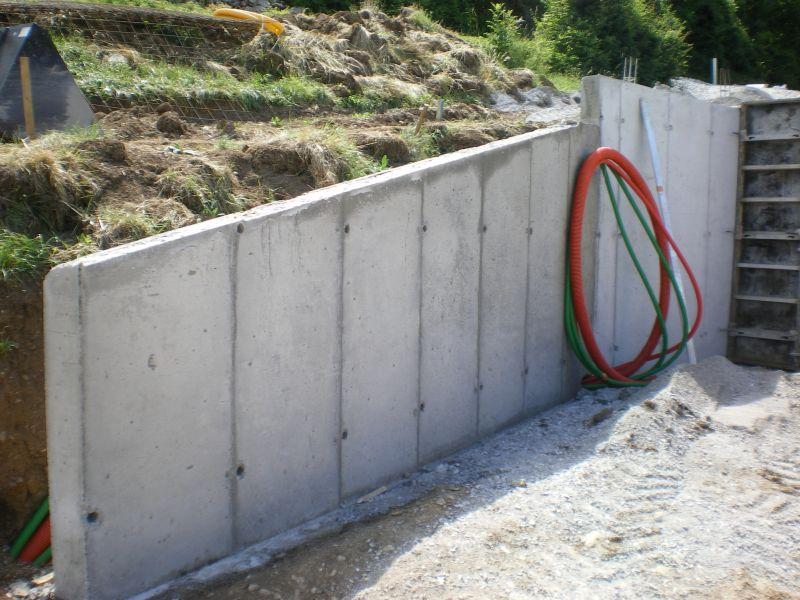 7 juillet d coffrage et d but des murs lat raux en b ton for Maison en beton banche